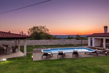 Lovely Villa Anica with pool and 2 bedrooms - Markoci