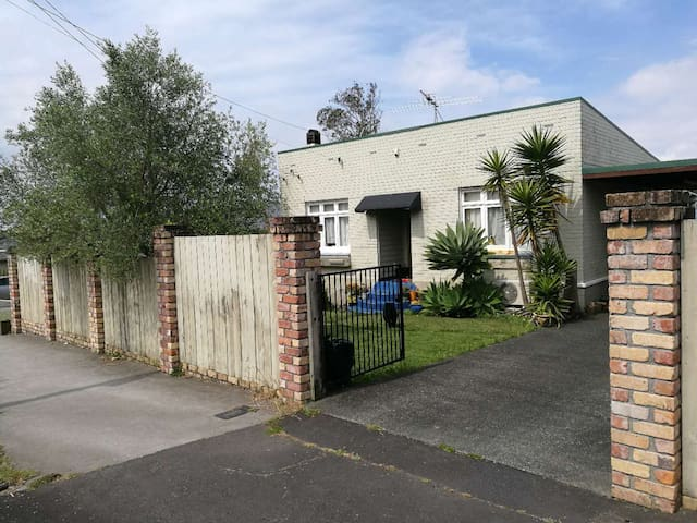 double bed located in Auckland