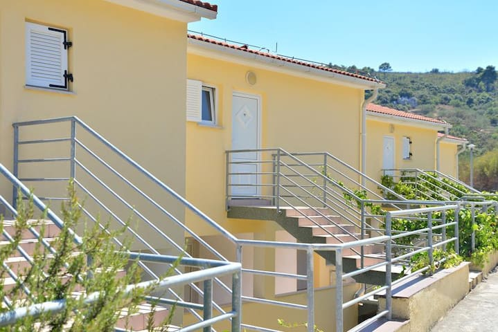 Apartments Funda / Two Bedrooms Sunce 4+1 A18 - Necujam