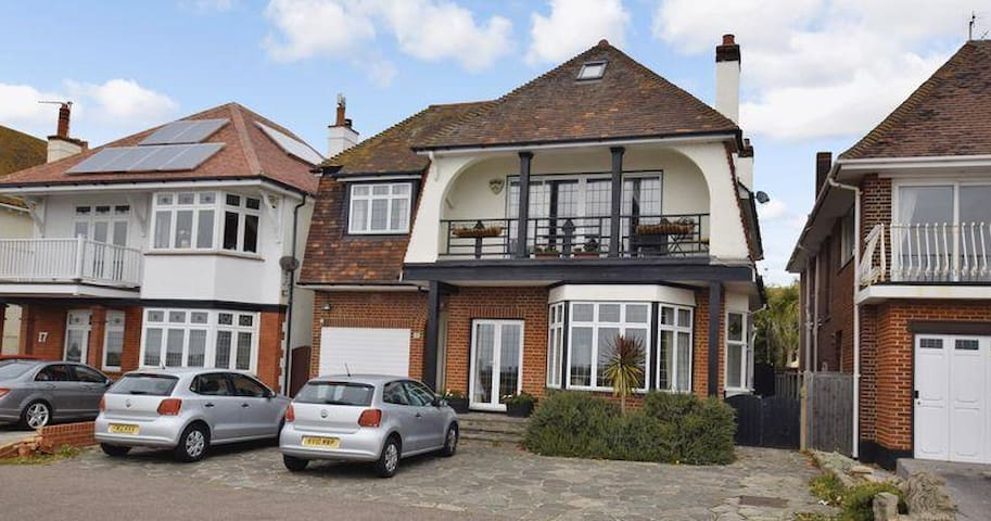 7 bedroom beach front detached house - Southend-on-Sea - Hus