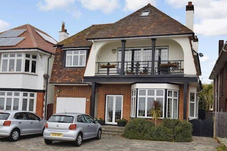 7 bedroom Sea Front detached house - Southend-on-Sea