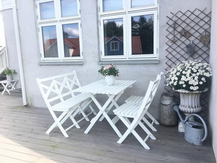 Sentrumsnær leilighet for 3-4 pers. m/parkering