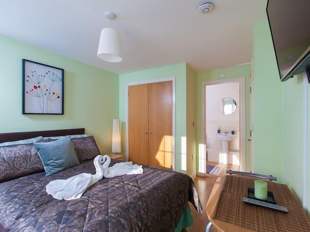 En-suite Room in Harrow G1