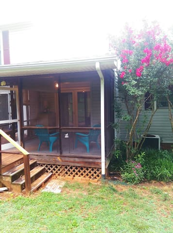 Cozy Bluebird Corner Apartment in the Foothills - Rutherfordton - Apartament