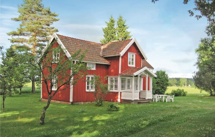 Holiday cottage with 2 bedrooms on 86m² in Grästorp