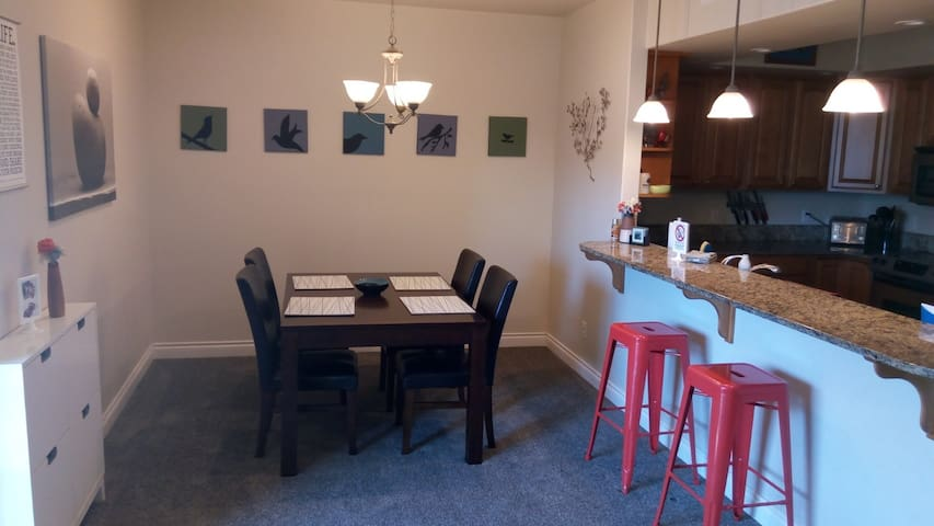 Dining Area - seats 6 and is open for entertaining