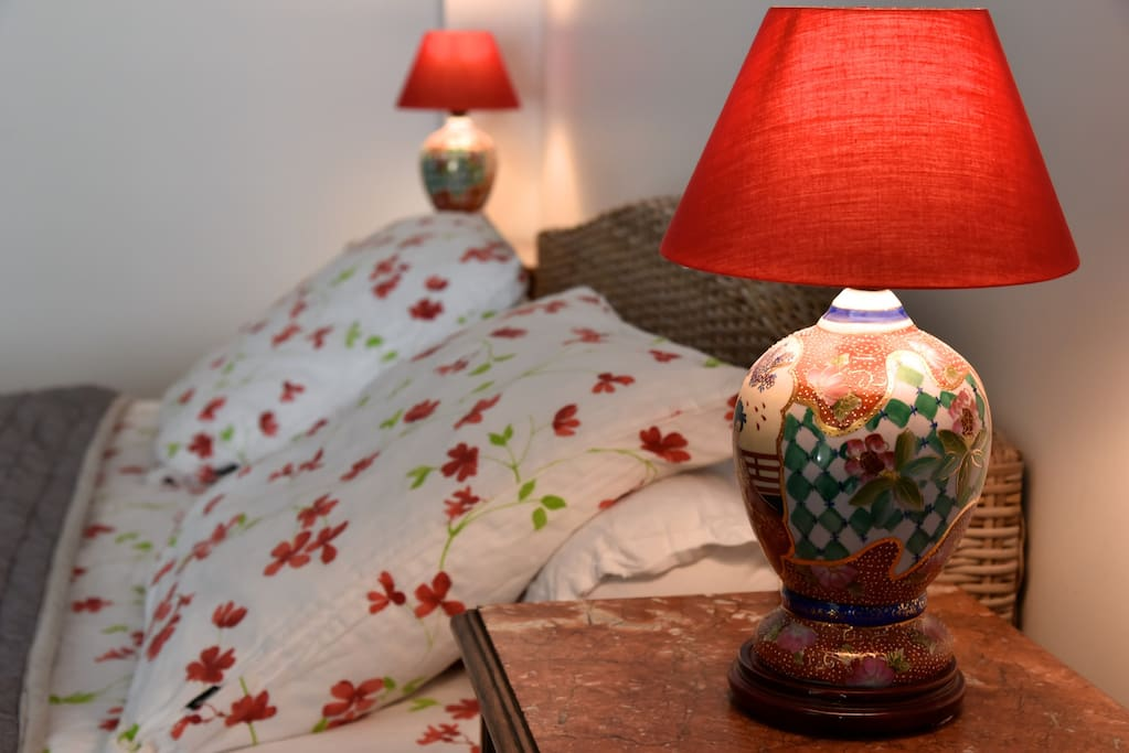 Le lit - The bed