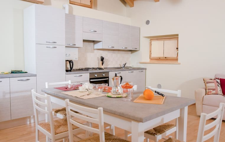 Moiazza - Bright and cozy apartment with views - Soverzene - Leilighet