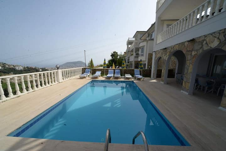 Large 9 bedroom Villa With Infinity View In Alanya
