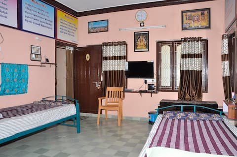 Homestay Senthil Akam - Standard Quadruple Room