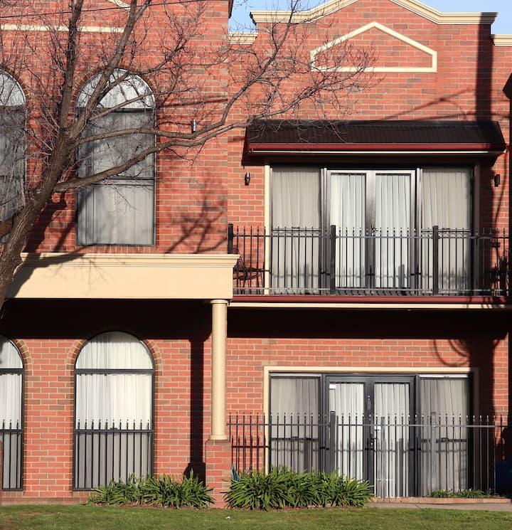 CLARENDON TERRACE -  Short Stay Luxury Townhouse