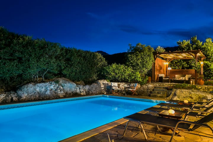 Charming Villa, Lovely Sea Views, Private Pool