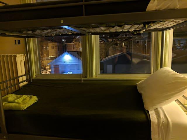 Bunk 1B - Downtown Minneapolis Hostel
