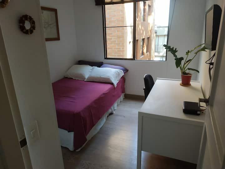 Habitación en apartamento compartido - para mujer