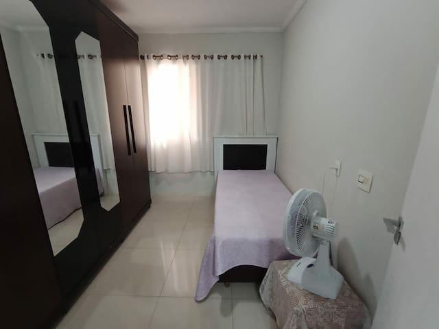 Quarto n. 03 com cama box de solteiro com cama auxiliar