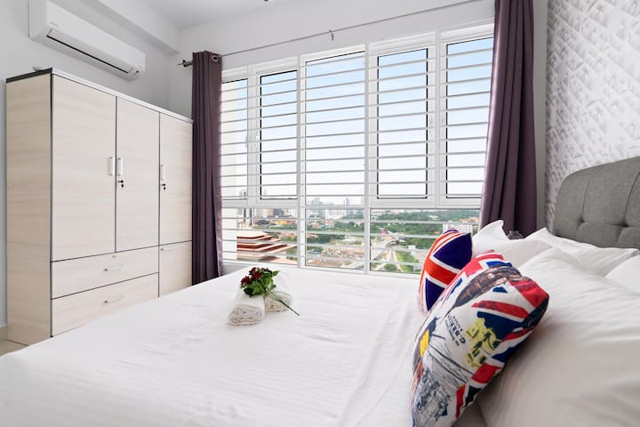 Master bedroom with KLCC View