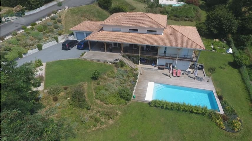 Nature close to Bordeaux, private pool, garden,...