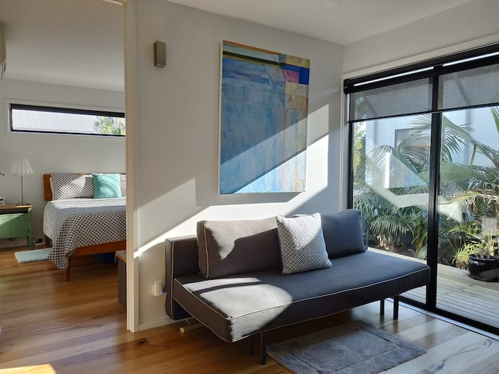 Surf Dreaming: self contained apartment