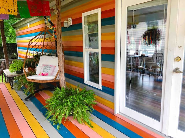 Hippies&Cowboys pet friendly TinyHome near river