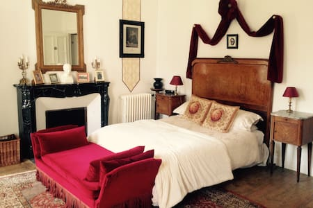 Double ensuite room in chateau - Montpinchon - Bed & Breakfast