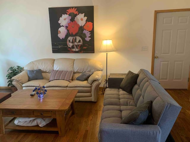 **Upown Urban Guest Suite - Heart of Old Town**