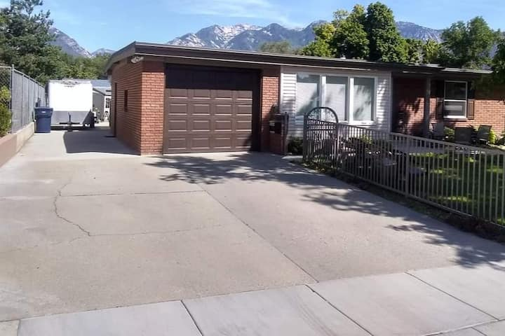 Charming Wasatch Haven With Mountain Views