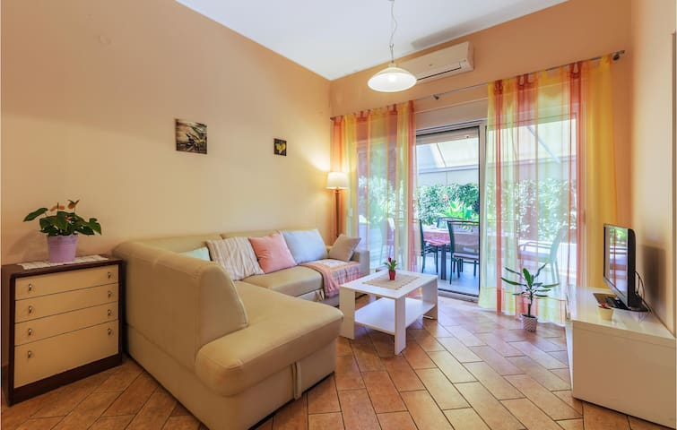 Ground floor apartment with big terrace