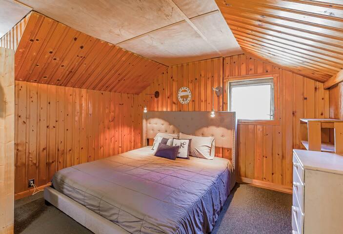 Bedroom 3-King Bed