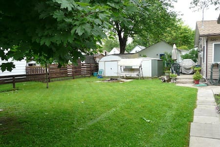 Modern 3 bedroom Crystal Beach cottage for rent A1 - Fort Erie