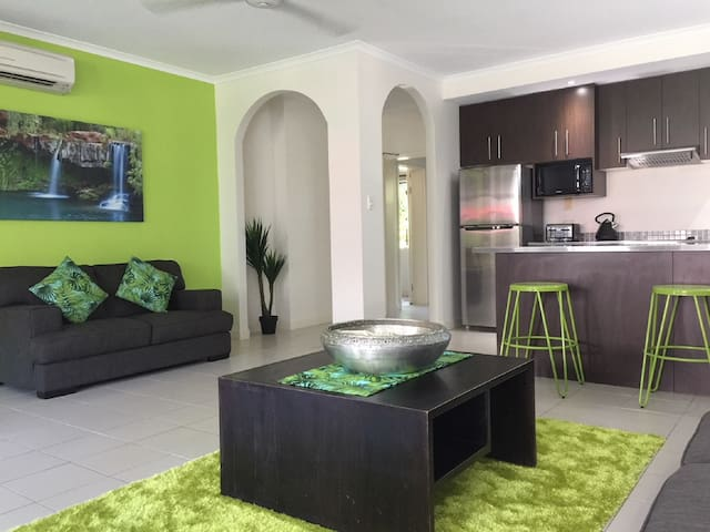 PALM COVE QLD  - SWIM OUT POOL ACCESS APARTMENT