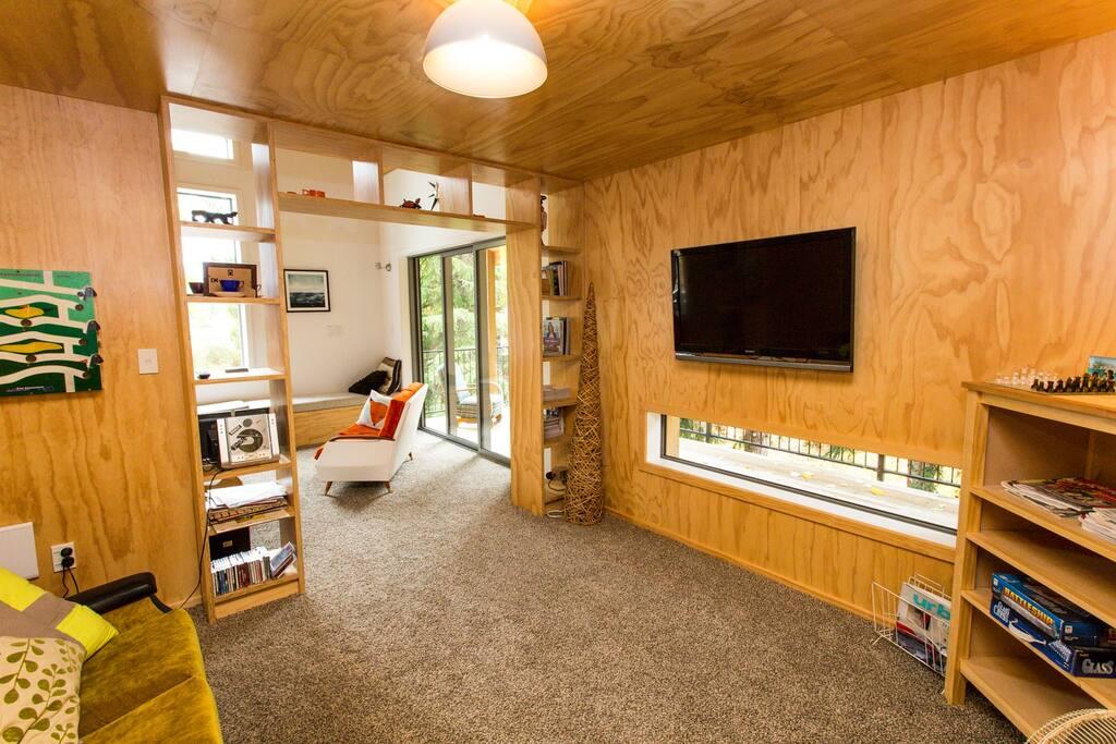 Private nook & media room