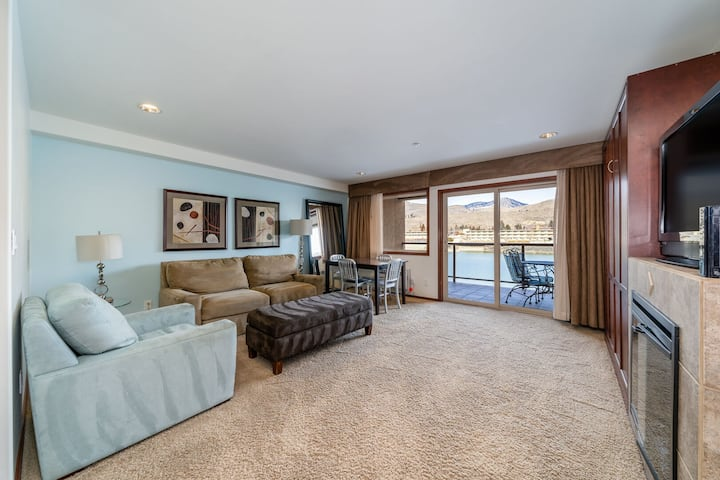 Grandview River VIew 623! Luxury Waterfront condo, sleeps up to 6!