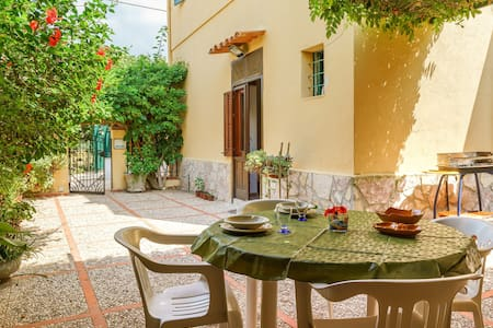 House with patio – Fresh -10 minutes from the sea