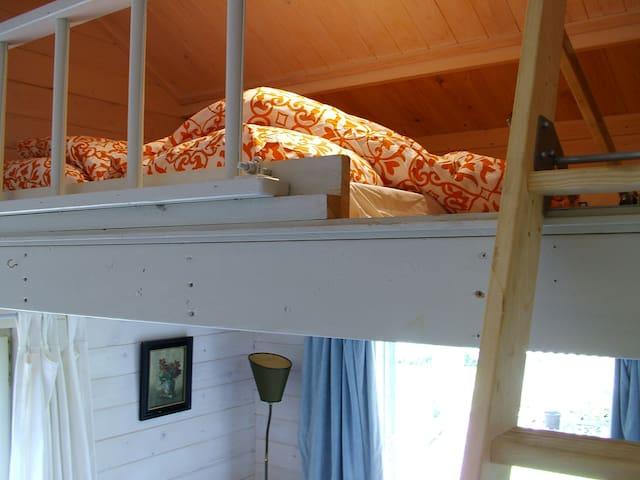 "2nd ""snug"" bedroom area for children 4-12"
