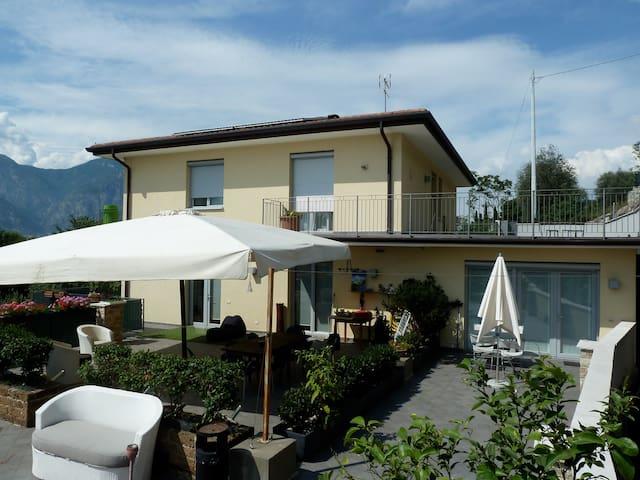 B&B Villa Treccani - Malcesine - บ้าน