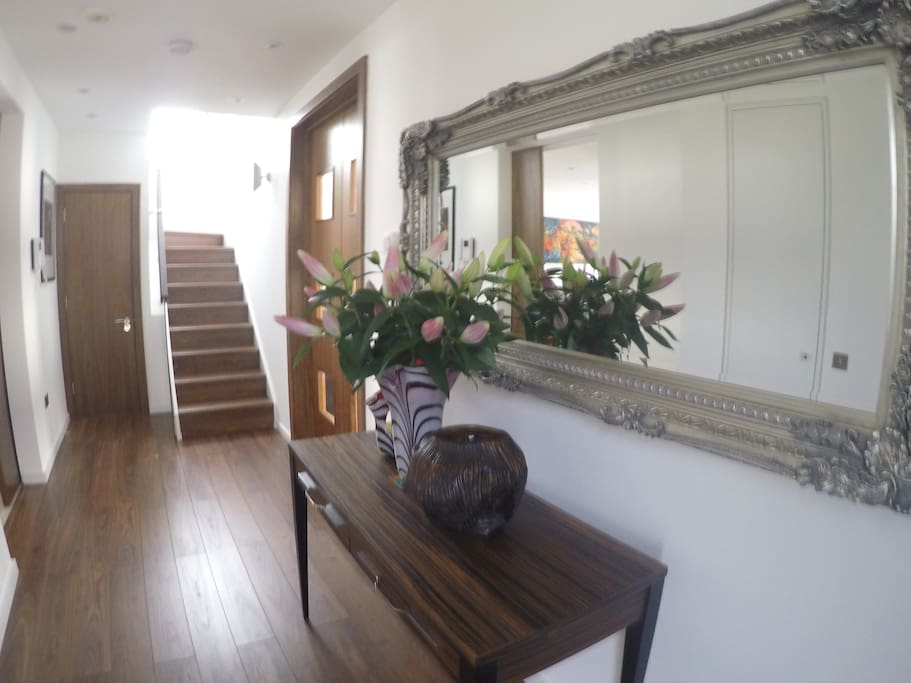 Hallyway and staircase to the bedrooms