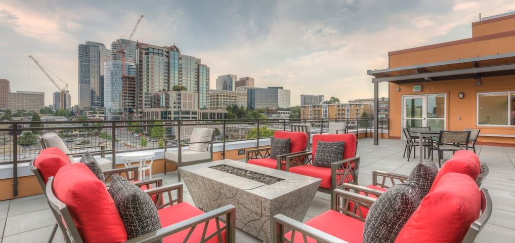 New Modern Urban Living Unit in DT Bellevue, WA - Bellevue - Apartment