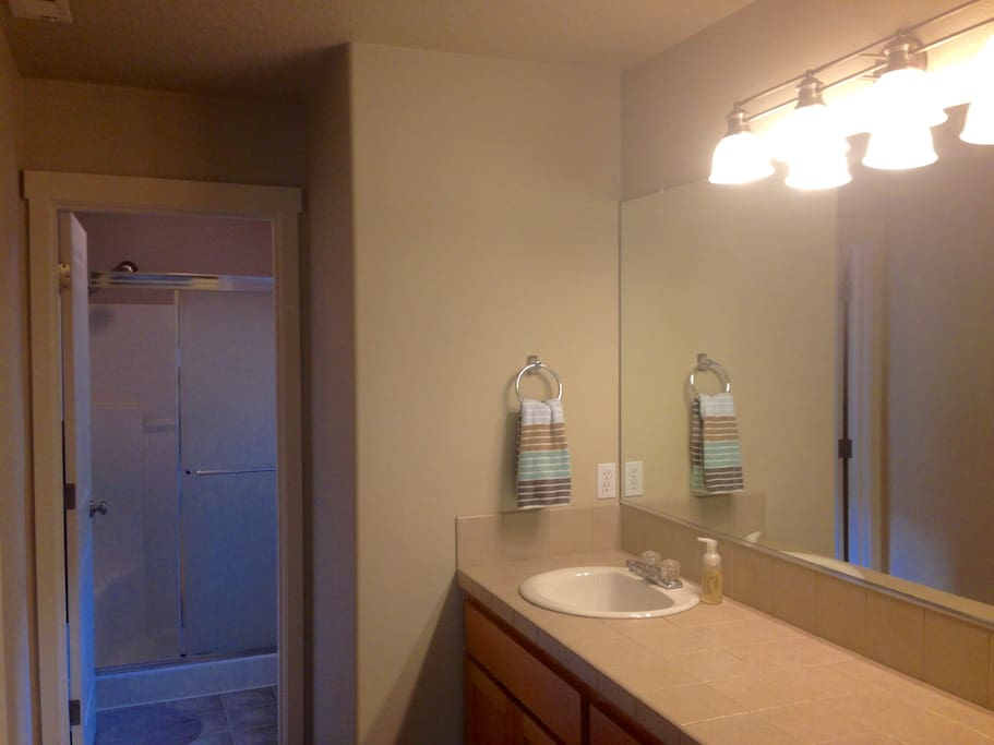Master Suite W Private Bathroom Near Portland Houses For