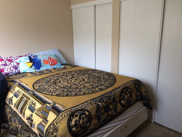 Very nice and quaint Bedroom - Colorado Springs - Flat