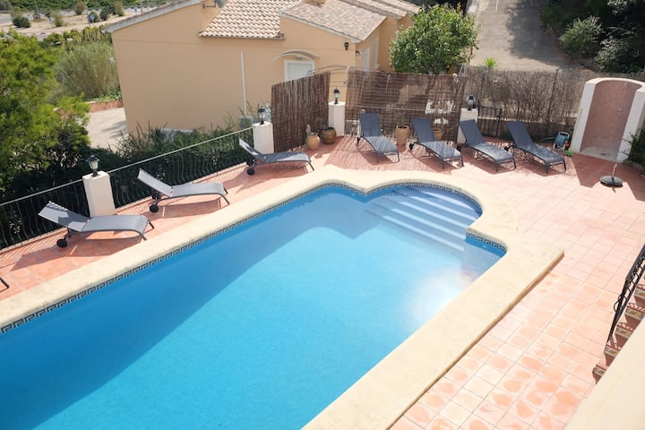 Stunning 4 bedroom villa in Monte Corona