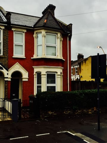 Lovely Edwardian Terraced Home! - London - Hus