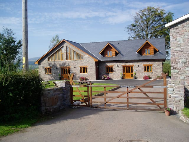 BEECH TREE ECO LODGE - Brecon - Haus