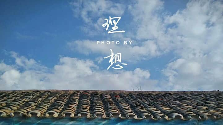 #免费篝火晚会# 泸沽湖哈哈民宿 特色木头建筑温馨家庭房双人床 湖边7分,亲爱的客栈,走婚桥10分钟
