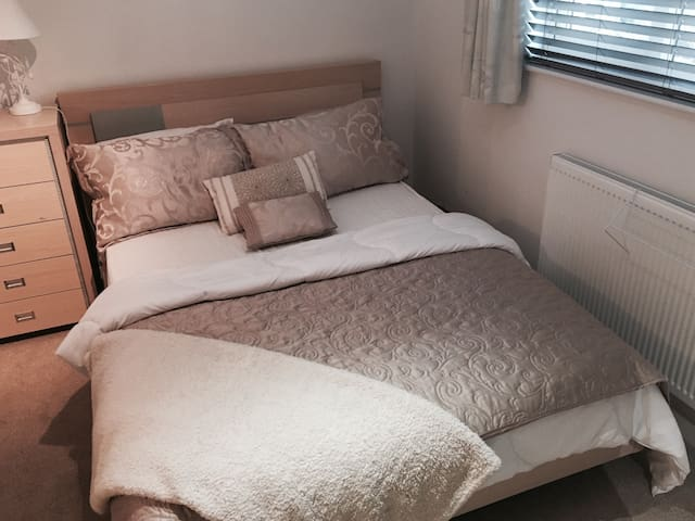 Double Room Near Park Gate & Whiteley - Fareham - House