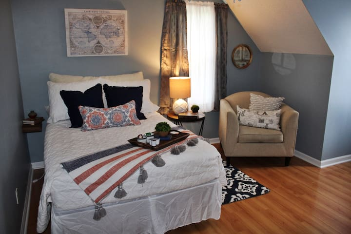 Cozy Cape Cod - minutes to RDU airport!