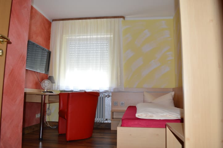 Einzelzimmer  / single room  mit Bad / TV wlan - Hilpoltstein - Penzion (B&B)