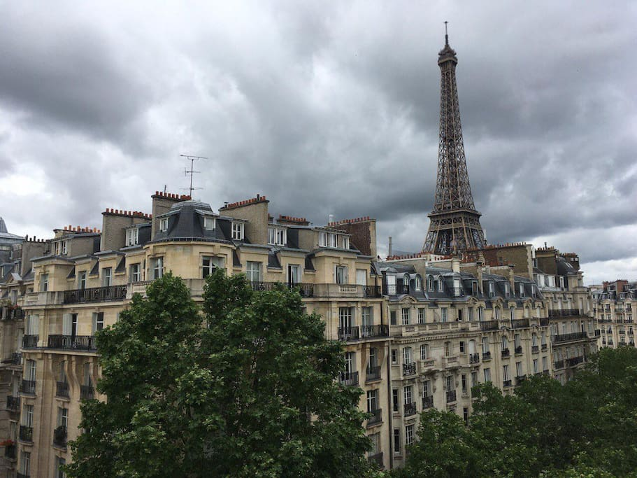 studio on roof top with view on eiffel ower apartments for rent in paris le de france france. Black Bedroom Furniture Sets. Home Design Ideas