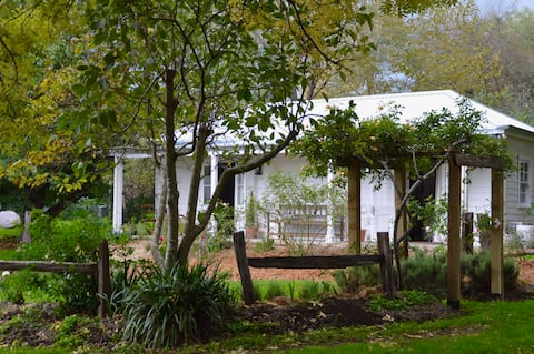 Ardleigh Cottage in Berrima Village