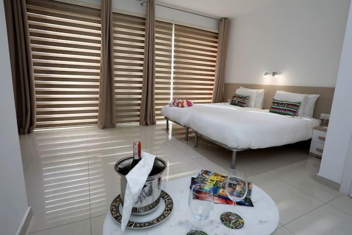 Escape to St Julians -Luxury Triple Room