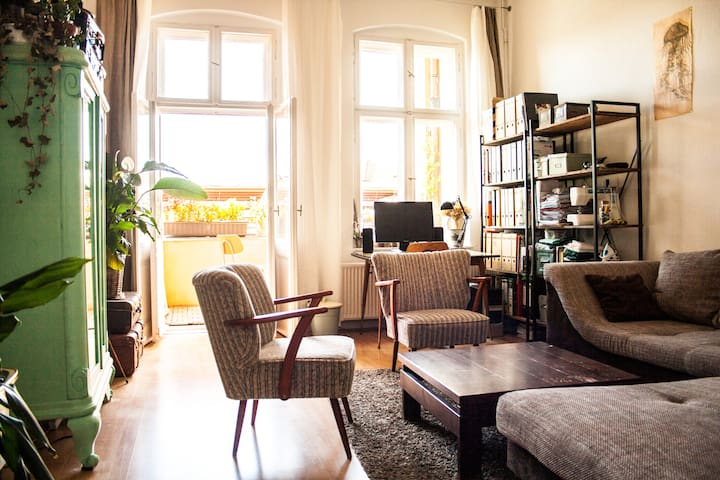 Sunny 2-Room Flat in GDR- Style